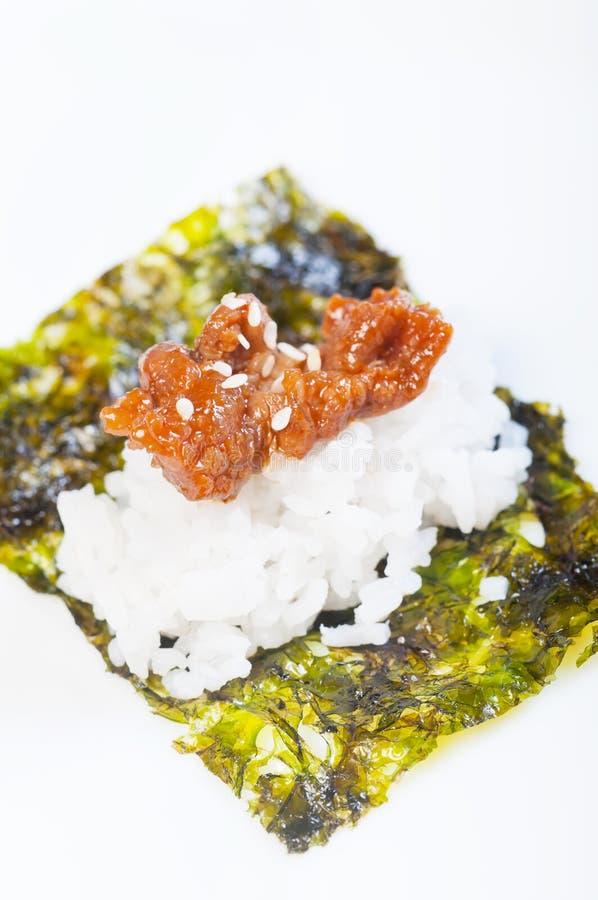 Κορεατική σχάρα βόειου κρέατος που τυλίγεται με το nori στοκ φωτογραφία με δικαίωμα ελεύθερης χρήσης