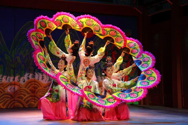 Κορεατικός χορός ανεμιστήρων στοκ εικόνες