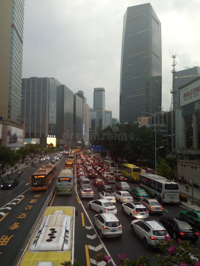 Κορεσμένη μετάβαση οχημάτων κατά τη διάρκεια των ωρών αιχμής σε Guangzhou στοκ εικόνες