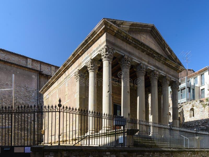Κορινθιακά στήλες και κεφάλαιο στο ρωμαϊκό ναό Vic, Καταλωνία, Ισπανία στοκ εικόνες με δικαίωμα ελεύθερης χρήσης