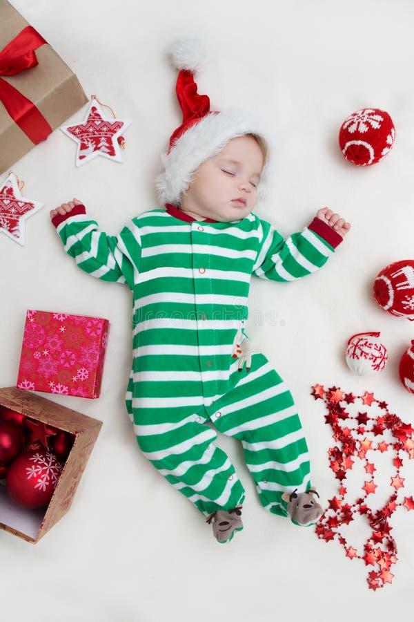 Κοριτσάκι Άγιος Βασίλης ύπνου στοκ εικόνα
