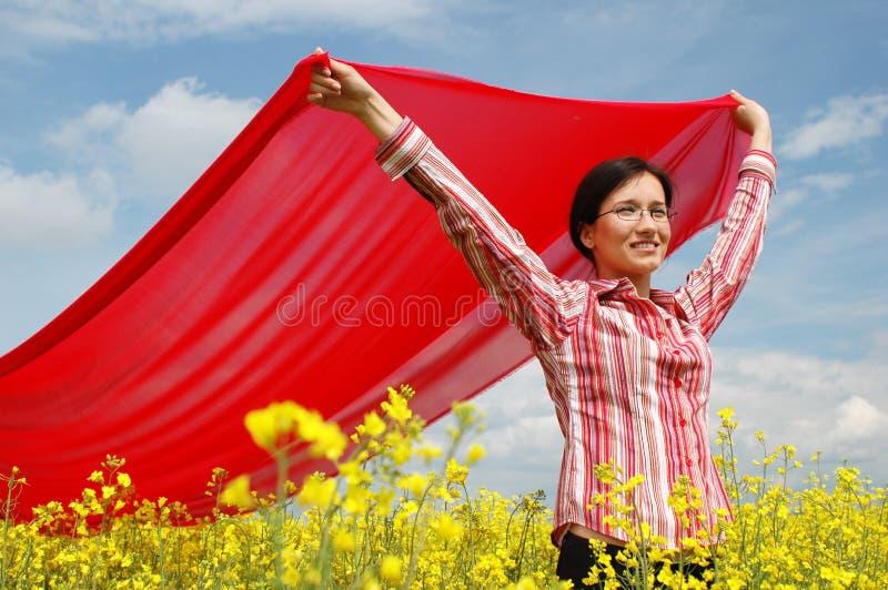 Download κοριτσιών μαντίλι που κυματίζουν κόκκινο Στοκ Εικόνα - εικόνα: 124935