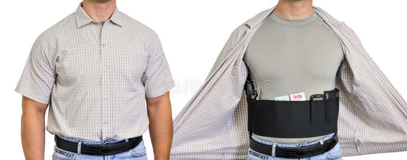 Κορμός ενός ατόμου που ντύνεται στα πολιτικά ενδύματα, κάτω από το πουκάμισο στοκ εικόνα
