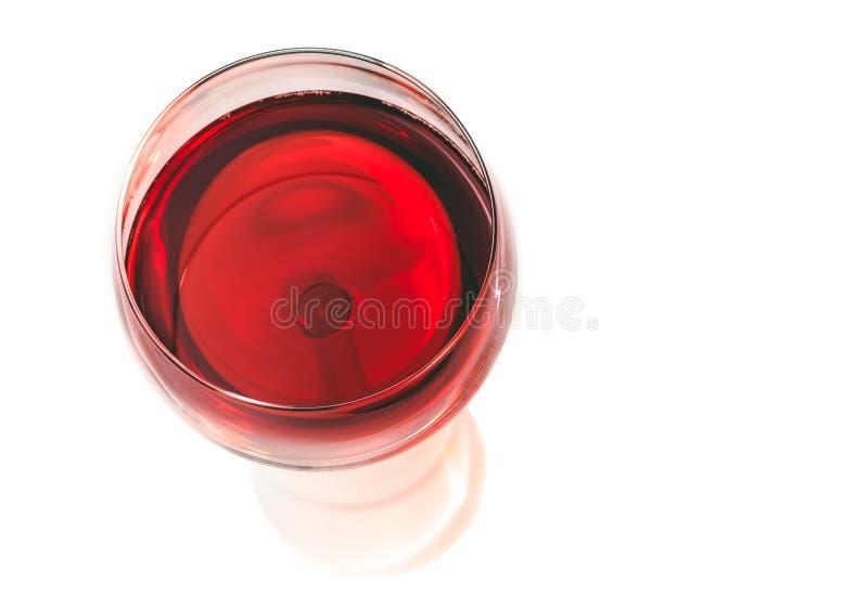 Κορυφή της άποψης του κόκκινου κρασιού στο γυαλί που απομονώνεται στοκ εικόνες