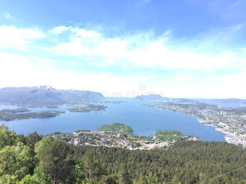 Κορυφή των βουνών στη Νορβηγία στοκ φωτογραφία με δικαίωμα ελεύθερης χρήσης