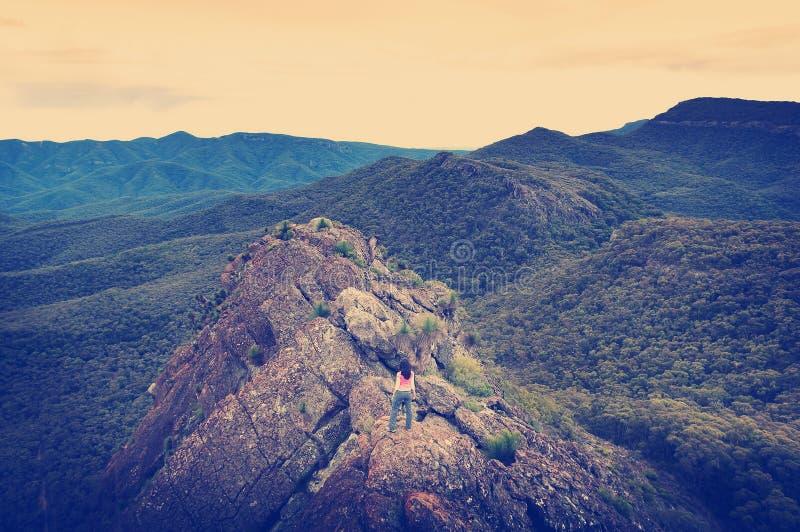 κορυφαία γυναίκα βουνών στοκ εικόνα με δικαίωμα ελεύθερης χρήσης