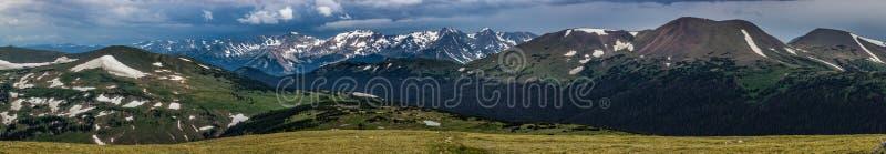 Κορυφογραμμή ιχνών, ποτέ θερινά βουνά, και βουνό Pano δειγμάτων στοκ φωτογραφίες με δικαίωμα ελεύθερης χρήσης