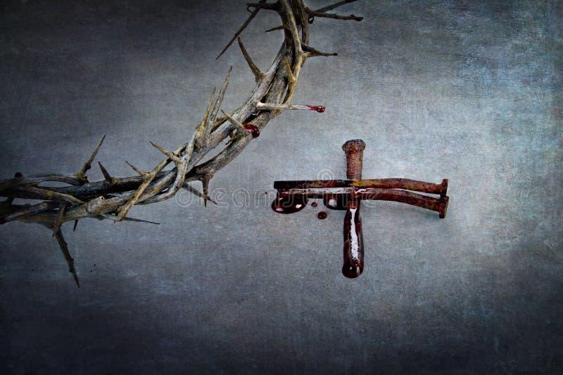 Κορώνα των αγκαθιών και σταυρός των καρφιών στοκ φωτογραφία με δικαίωμα ελεύθερης χρήσης