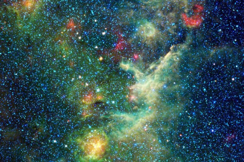 Κοσμικό υπόβαθρο γαλαξιών με τα νεφελώματα, τη αίσθηση μαγείας και τα φωτεινά αστέρια απεικόνιση αποθεμάτων