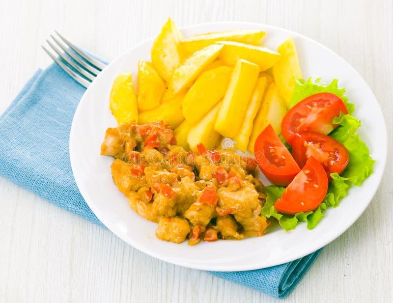 Κοτόπουλο με τα λαχανικά στη σάλτσα στοκ εικόνες με δικαίωμα ελεύθερης χρήσης