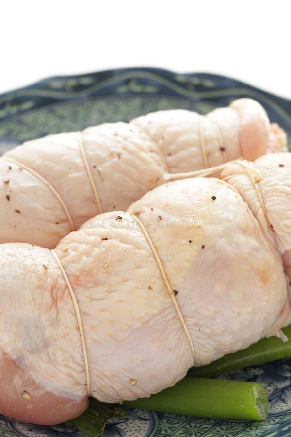 Κοτόπουλο ρόλων φρεσκάδας σφιχτά στο πιάτο στοκ φωτογραφία με δικαίωμα ελεύθερης χρήσης