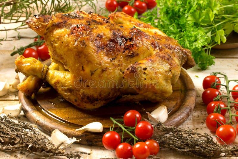 κοτόπουλο που ψήνεται στη σχάρα στοκ φωτογραφία με δικαίωμα ελεύθερης χρήσης