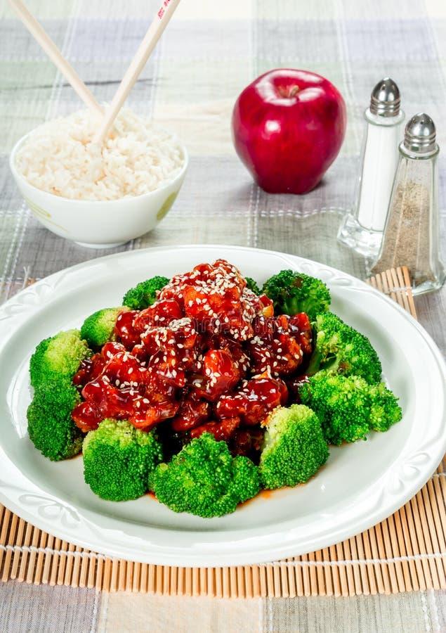 Κοτόπουλο σουσαμιού (επίσης αποκαλούμενο κινεζικό κοτόπουλο σπόρου σουσαμιού) στοκ φωτογραφία με δικαίωμα ελεύθερης χρήσης