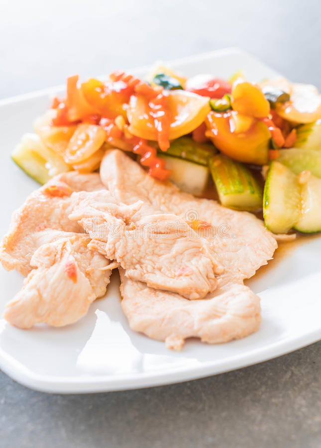 Κοτόπουλο ψητού με τα μικτά φυτικά ξινά και γλυκά ανακατώνω-τηγανητά στοκ φωτογραφία με δικαίωμα ελεύθερης χρήσης