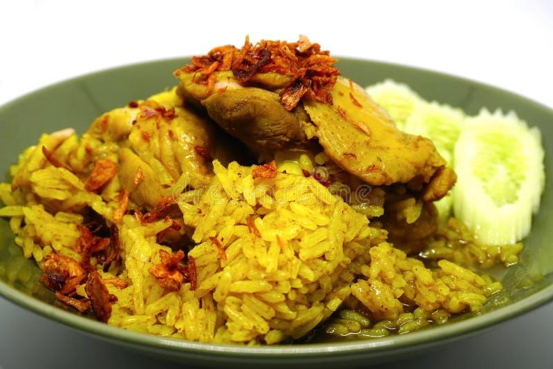 Κοτόπουλο Biryani, μουσουλμανικό κίτρινο jasmine ρύζι με το κοτόπουλο, το κοτόπουλο Halal και το ρύζι κάρρυ στοκ εικόνες με δικαίωμα ελεύθερης χρήσης