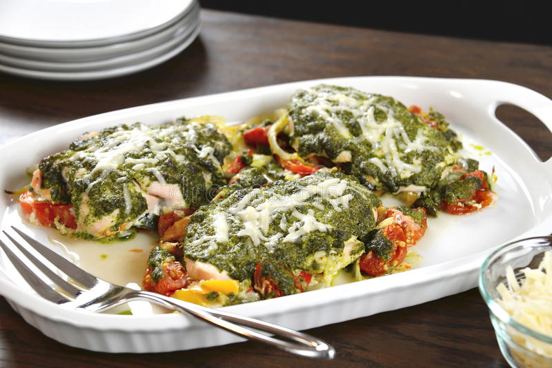 Κοτόπουλο Pesto βασιλικού στοκ εικόνες με δικαίωμα ελεύθερης χρήσης