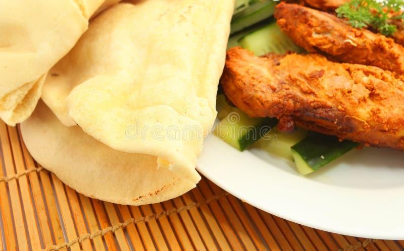 Κοτόπουλο Tandoori και flatbread στοκ φωτογραφία με δικαίωμα ελεύθερης χρήσης