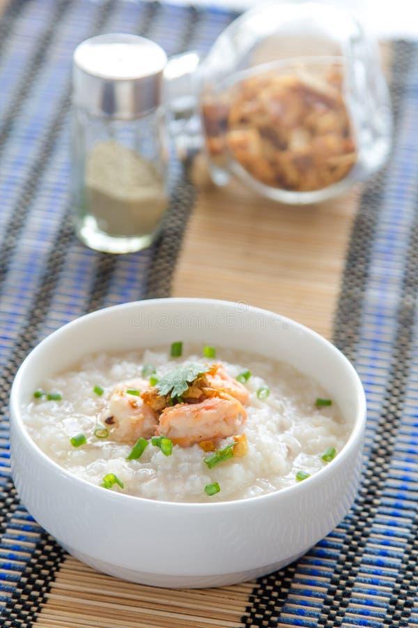 Κουάκερ ρυζιού με τις γαρίδες στοκ φωτογραφία