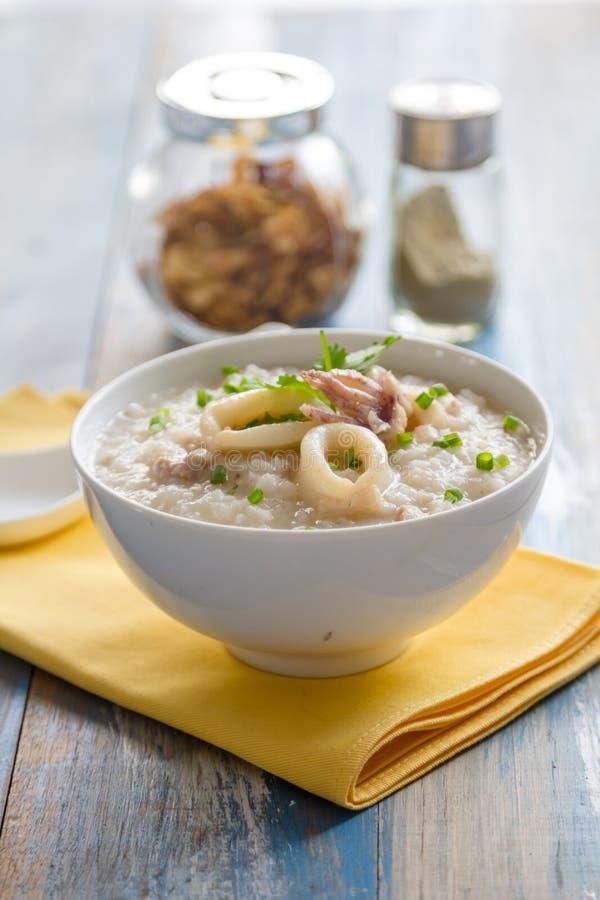 Κουάκερ ρυζιού με τις γαρίδες στοκ εικόνα με δικαίωμα ελεύθερης χρήσης