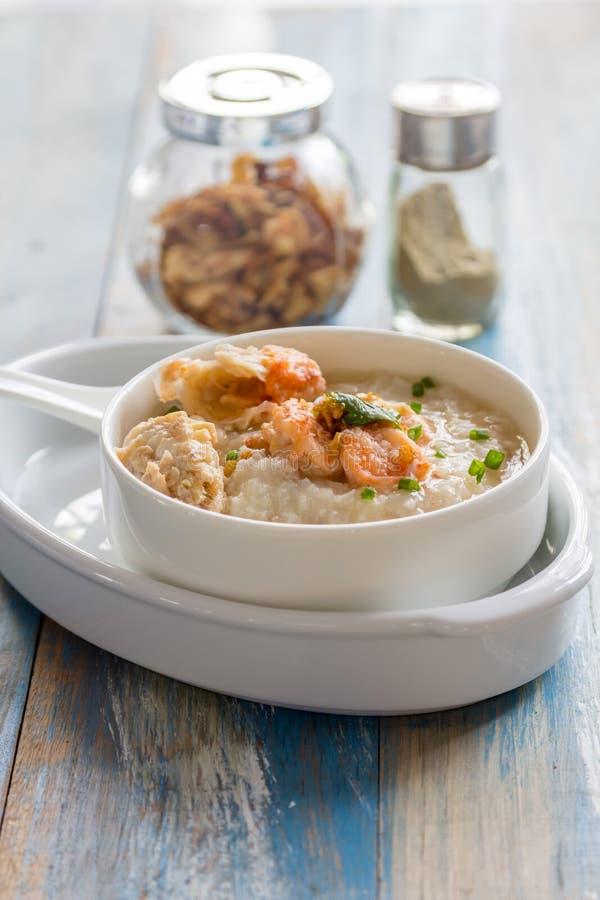 Κουάκερ ρυζιού με τις γαρίδες στοκ εικόνες με δικαίωμα ελεύθερης χρήσης