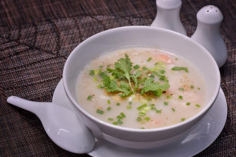Κουάκερ ρυζιού με τις γαρίδες στοκ εικόνες