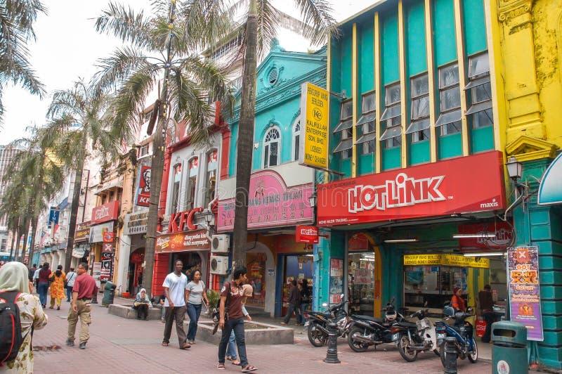 Κουάλα Λουμπούρ, Μαλαισία - 19 Νοεμβρίου: Οι άνθρωποι μπορούν βλέπω περπάτημα και αγορές γύρω από τον περίπατο Kasturi παράλληλα  στοκ φωτογραφίες