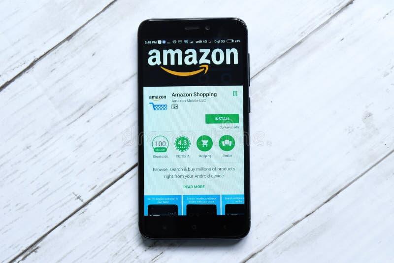 ΚΟΥΆΛΑ ΛΟΥΜΠΟΎΡ, ΜΑΛΑΙΣΙΑ - 28 ΙΑΝΟΥΑΡΊΟΥ 2018: Επίδειξη του Αμαζονίου app στο αρρενωπό κατάστημα παιχνιδιού Ο Αμαζόνιος ιδρύθηκε στοκ φωτογραφία με δικαίωμα ελεύθερης χρήσης