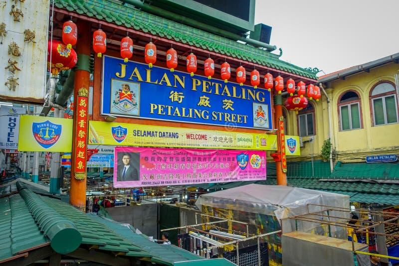 Κουάλα Λουμπούρ, Μαλαισία - 9 Μαρτίου 2017: Οδός Petaling, μια πολύ πολυάσχολη και ζωηρόχρωμη γειτονιά Chinatown στην πόλη στοκ φωτογραφία
