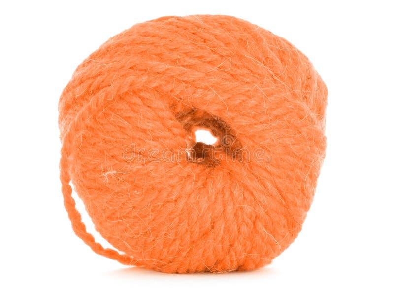 Κουβάρι του νήματος, πορτοκαλιά σύσταση που απομονώνεται στο άσπρο υπόβαθρο στοκ φωτογραφίες με δικαίωμα ελεύθερης χρήσης
