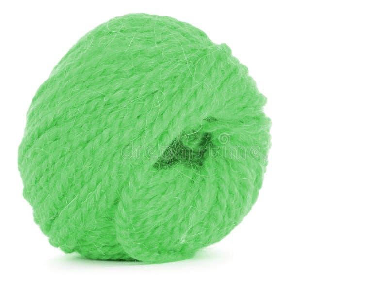 Κουβάρι του νήματος, πράσινος σπάγγος που απομονώνεται στο άσπρο υπόβαθρο στοκ εικόνα με δικαίωμα ελεύθερης χρήσης