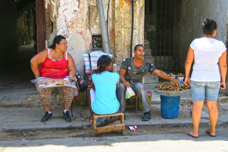 Κουβανικοί πλανόδιοι πωλητές στις οδούς της Αβάνας στοκ φωτογραφία με δικαίωμα ελεύθερης χρήσης