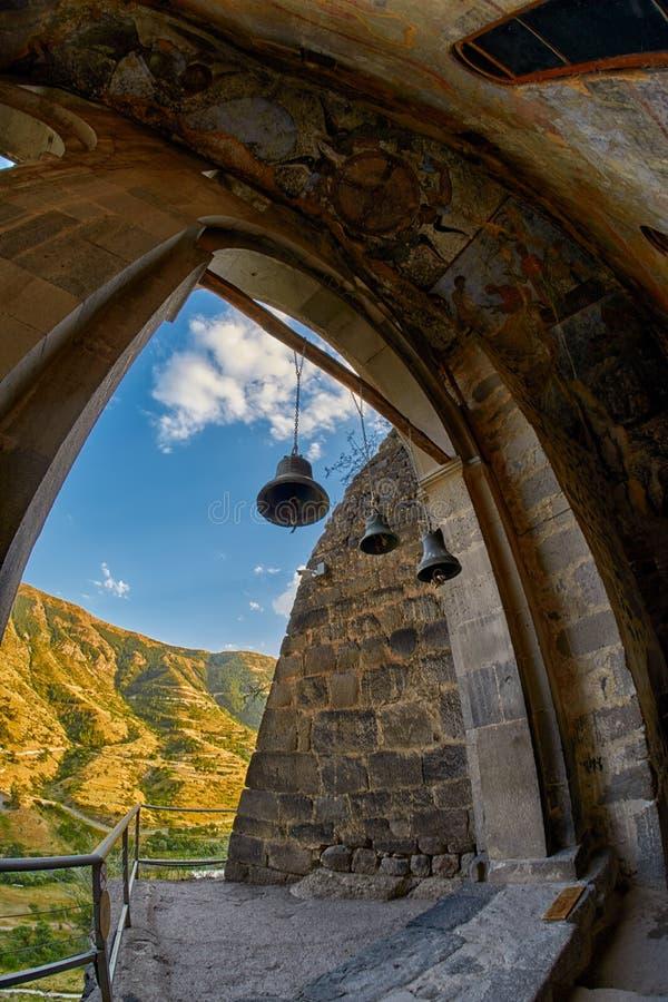 Κουδούνια εκκλησιών στο μοναστήρι σπηλιών στοκ εικόνα με δικαίωμα ελεύθερης χρήσης