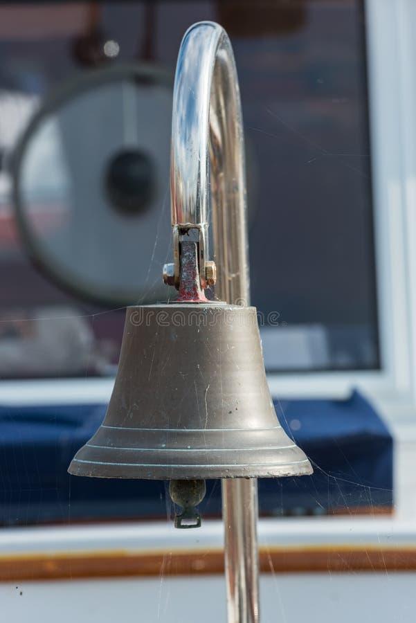 Κουδούνι σκαφών ορείχαλκου sailboat στοκ φωτογραφία με δικαίωμα ελεύθερης χρήσης
