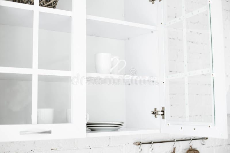 Κουζίνα Γίνοντας στα ελαφριά χρώματα στοκ εικόνες με δικαίωμα ελεύθερης χρήσης