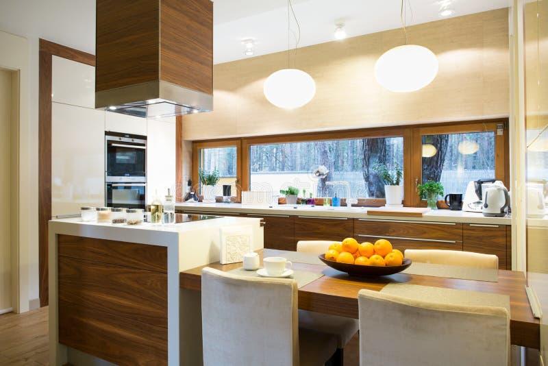 κουζίνα νησιών σύγχρονη στοκ εικόνες
