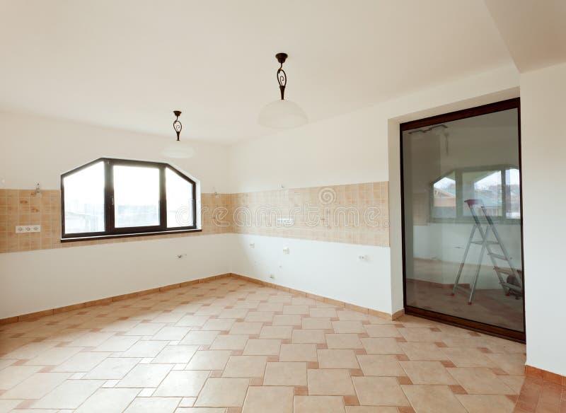 Κουζίνα σε ένα πρόσφατα χτισμένο σπίτι στοκ φωτογραφία με δικαίωμα ελεύθερης χρήσης