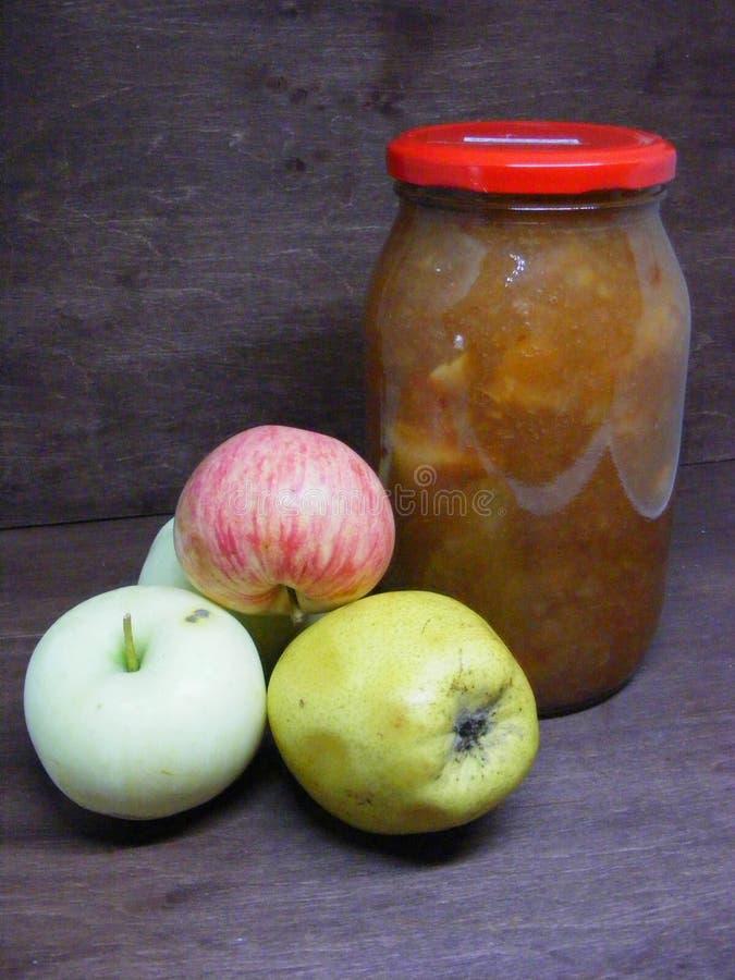 Κουζίνα της Λευκορωσίας: μαρμελάδα του μήλου στοκ φωτογραφία με δικαίωμα ελεύθερης χρήσης
