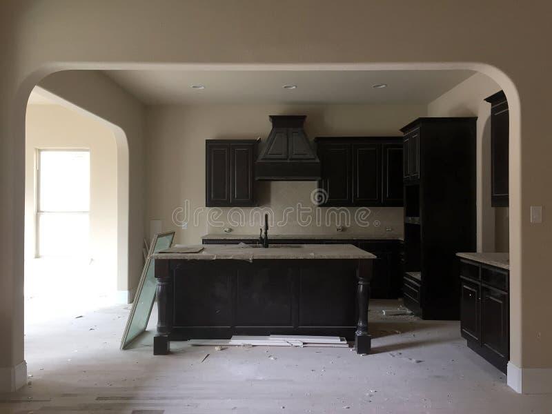 Κουζίνα της Νίκαιας σε μια κατασκευή καινούργιων σπιτιών στοκ εικόνες