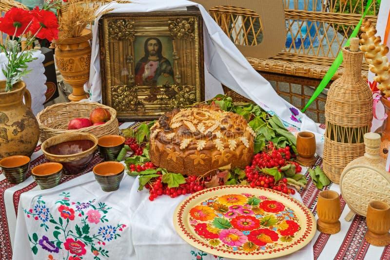 κουζίνα τροφίμων ανασκοπήσεων διορισμών πολλές πίνακας αντικειμένου στοκ φωτογραφίες