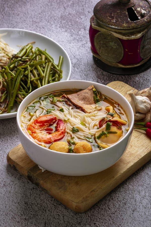 Κουλούρι ο ταϊλανδικός Tom Yum Ταϊλανδικό νουντλς traditoinal που μαγειρεύετα στοκ φωτογραφίες με δικαίωμα ελεύθερης χρήσης