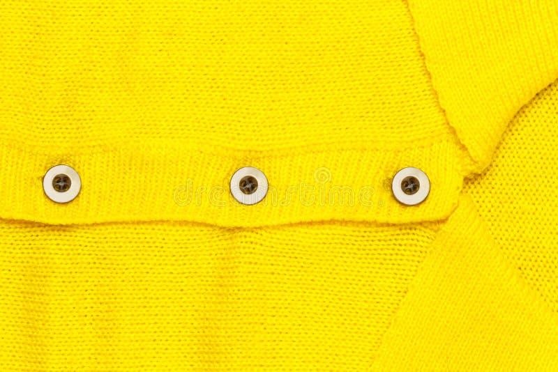 Κουμπί στο κίτρινο Τζέρσεϋ στοκ εικόνες