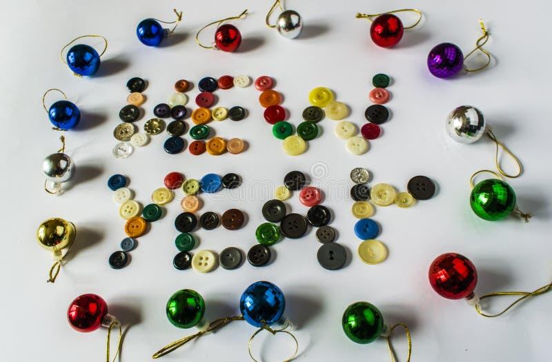 κουμπιά διαφορετικά πολ Κουμπιά για τα ενδύματα φιαγμένα από πλαστικό επάνω από την όψη Τα κουμπιά γράφουν ένα νέο έτος στοκ φωτογραφίες