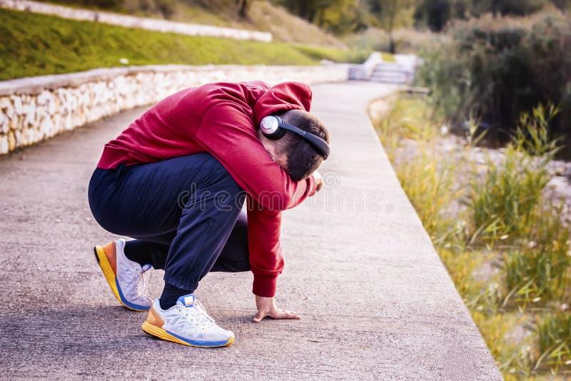 Κουρασμένο άτομο αθλητών που ματαιώνεται στοκ φωτογραφία