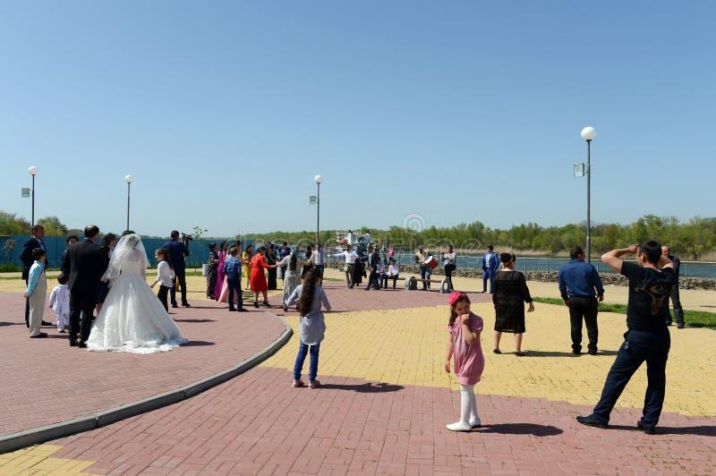 Κουρδικός γάμος στο ανάχωμα στο χωριό Romanovskaya, περιοχή του Ροστόφ στοκ εικόνες