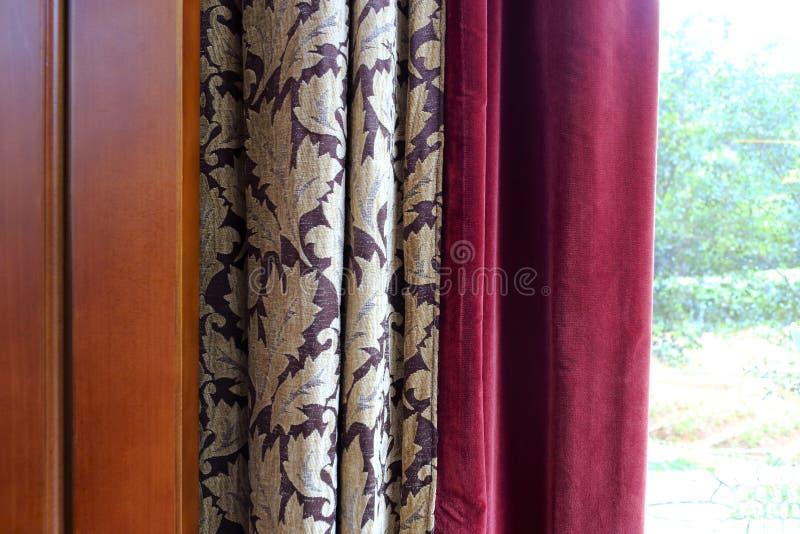 Κουρτίνα και παράθυρο στοκ εικόνες