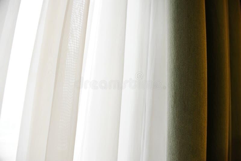 Κουρτίνα παραθύρων βελούδου στοκ εικόνα με δικαίωμα ελεύθερης χρήσης