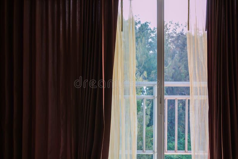 κουρτίνα στο μπαλκόνι στοκ φωτογραφία με δικαίωμα ελεύθερης χρήσης