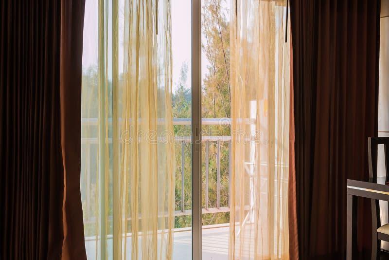 κουρτίνα στο μπαλκόνι στοκ φωτογραφίες με δικαίωμα ελεύθερης χρήσης