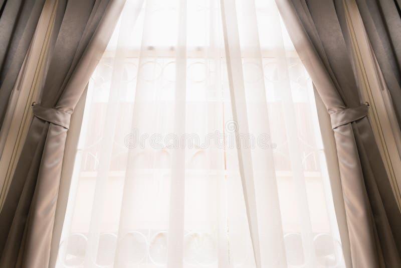 Κουρτίνα στο παράθυρο στοκ εικόνες με δικαίωμα ελεύθερης χρήσης