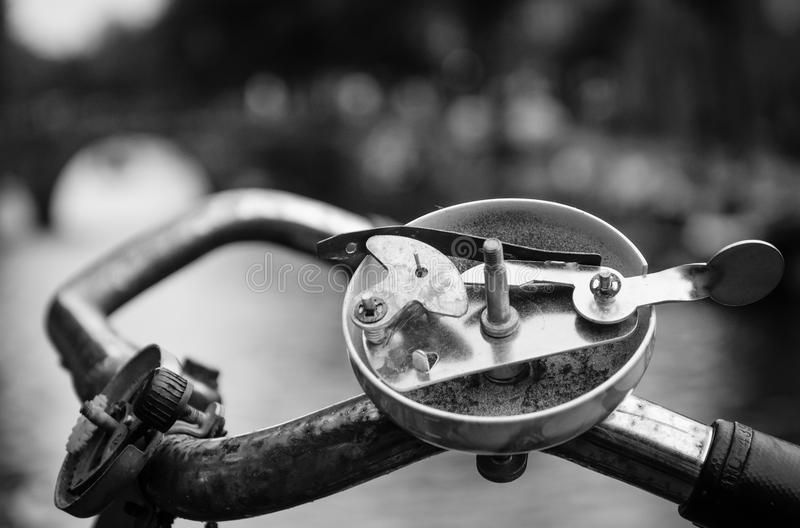 Κουδούνι ποδηλάτων που αποκαλύπτεται στοκ εικόνα με δικαίωμα ελεύθερης χρήσης